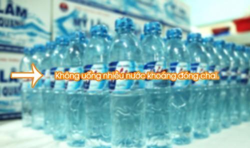 Vì sao không uống nhiều nước khoáng đóng chai? thumbnail