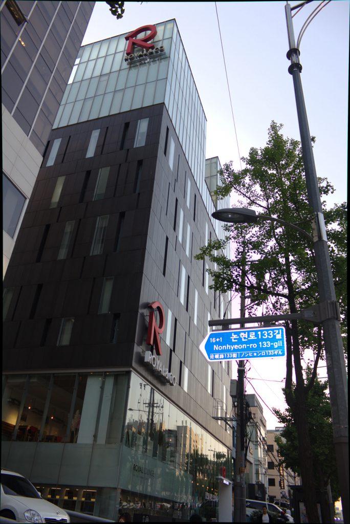 yen-huynh-showroom-royal-co-toto-vanoka-3