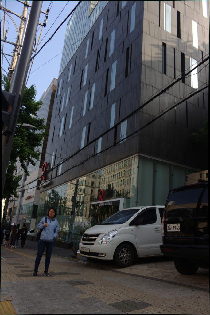 yen-huynh-showroom-royal-co-toto-vanoka
