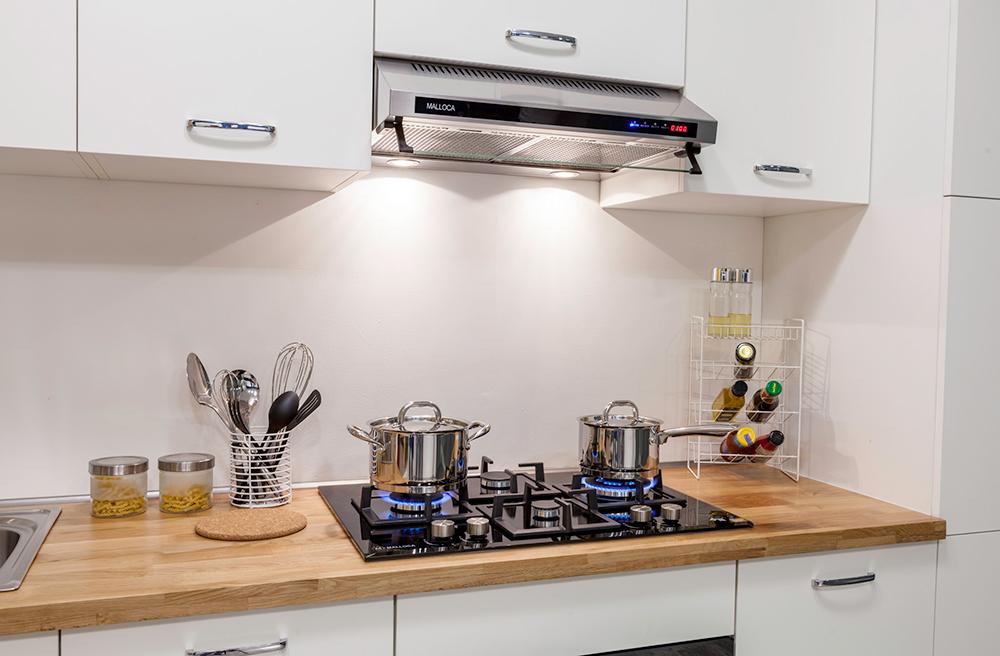 Chú ý thời gian tắt mở máy hút mùi trong quả trình nấu nướng là cách bảo chì máy hút mùi tốt nhất