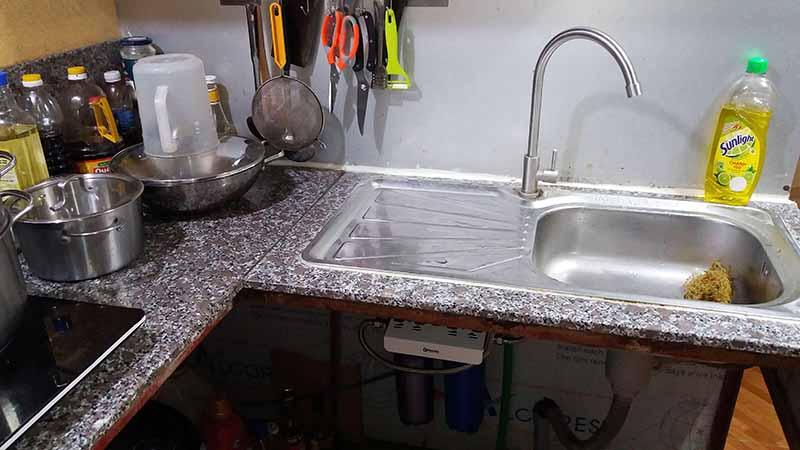 Vị trí lắp đặt bộ lọc thô dưới chậu rửa