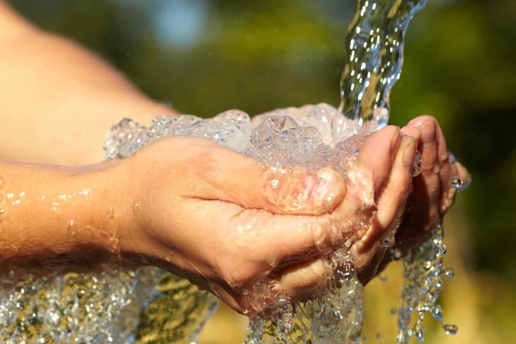 Nguồn nước không đảm bảo có thể chứa rất nhiều chất ảnh hướng xấu tới sức khỏe