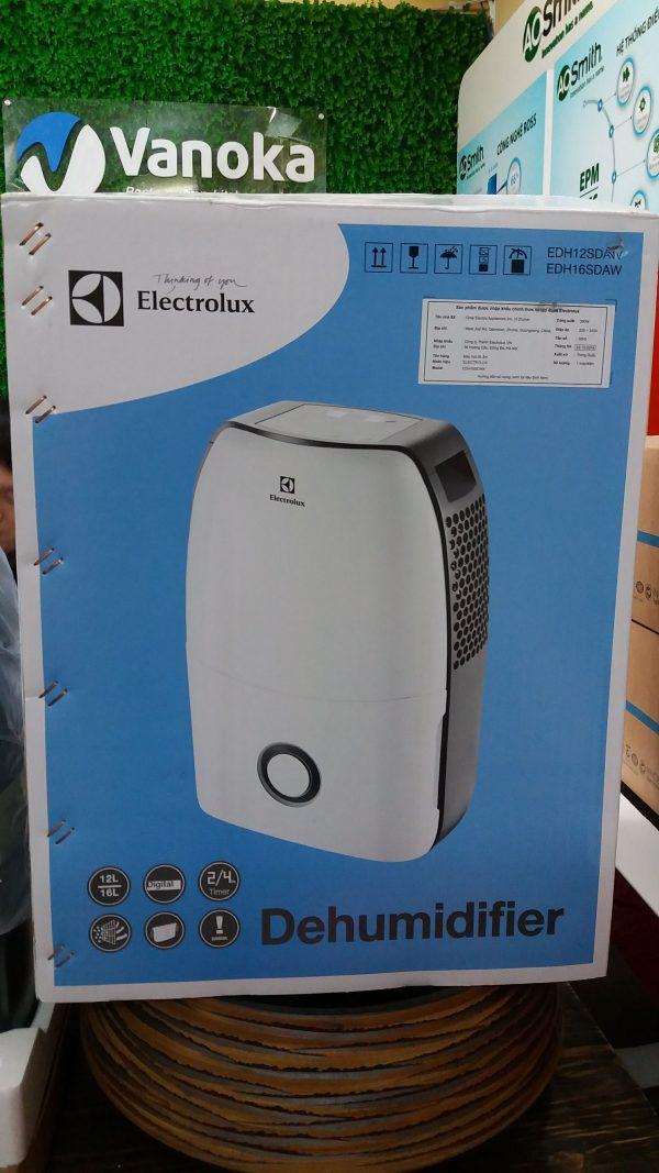 Bảng điều khiển máy tạo ẩm Electrolux EDH16SDAW (16lit/ngày)