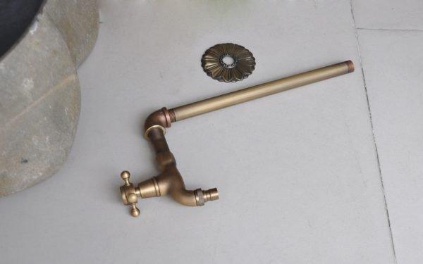 Vòi nước gắn tường bằng đồng GCT01
