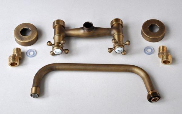 Vòi rửa bát gắn tường bằng đồng GCT05